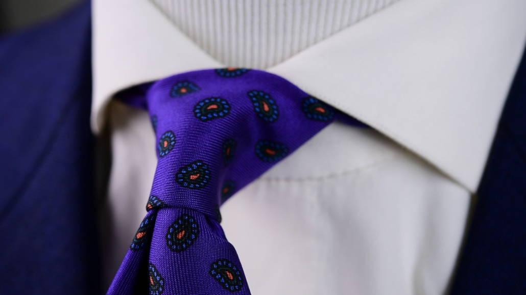 Noeud de cravate oriental avec une cravate Fort Belvedere violette