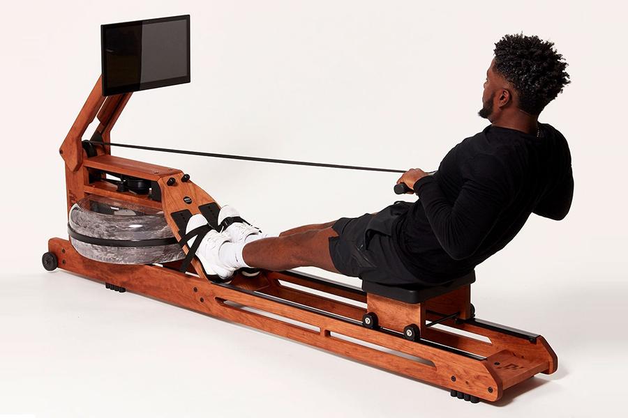 Ergatta Connected Rower Manœuvre d'Ergatta Connected Rower par l'homme