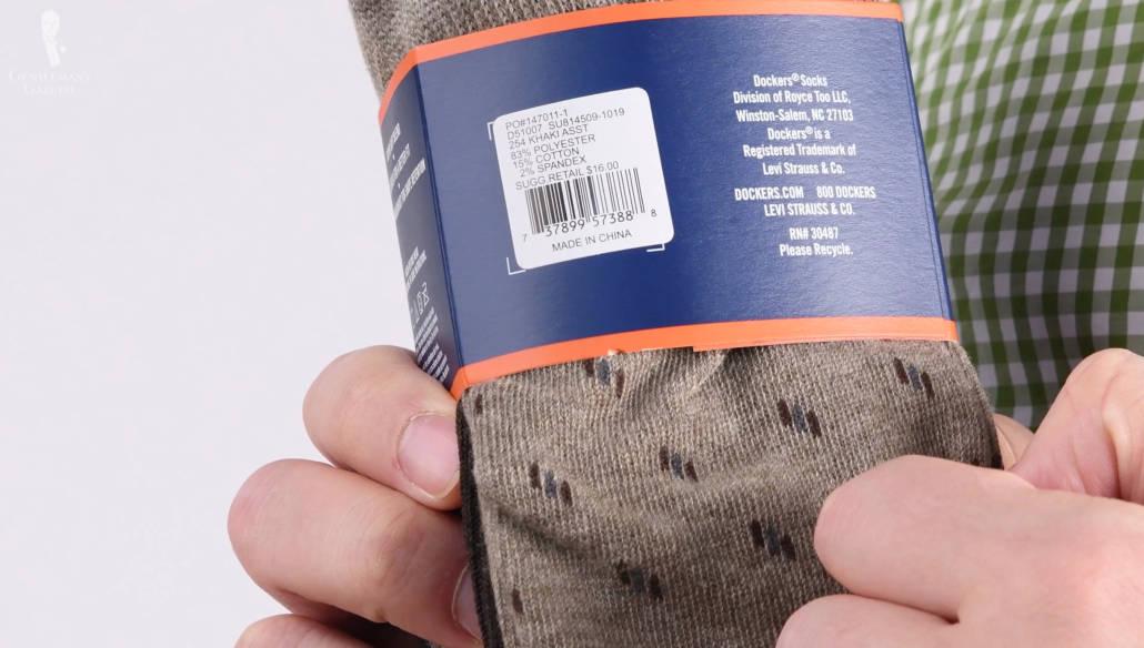 mais une chaussette ne les contient pas tous, en fait les chaussettes courantes sont généralement composées de 3 fils