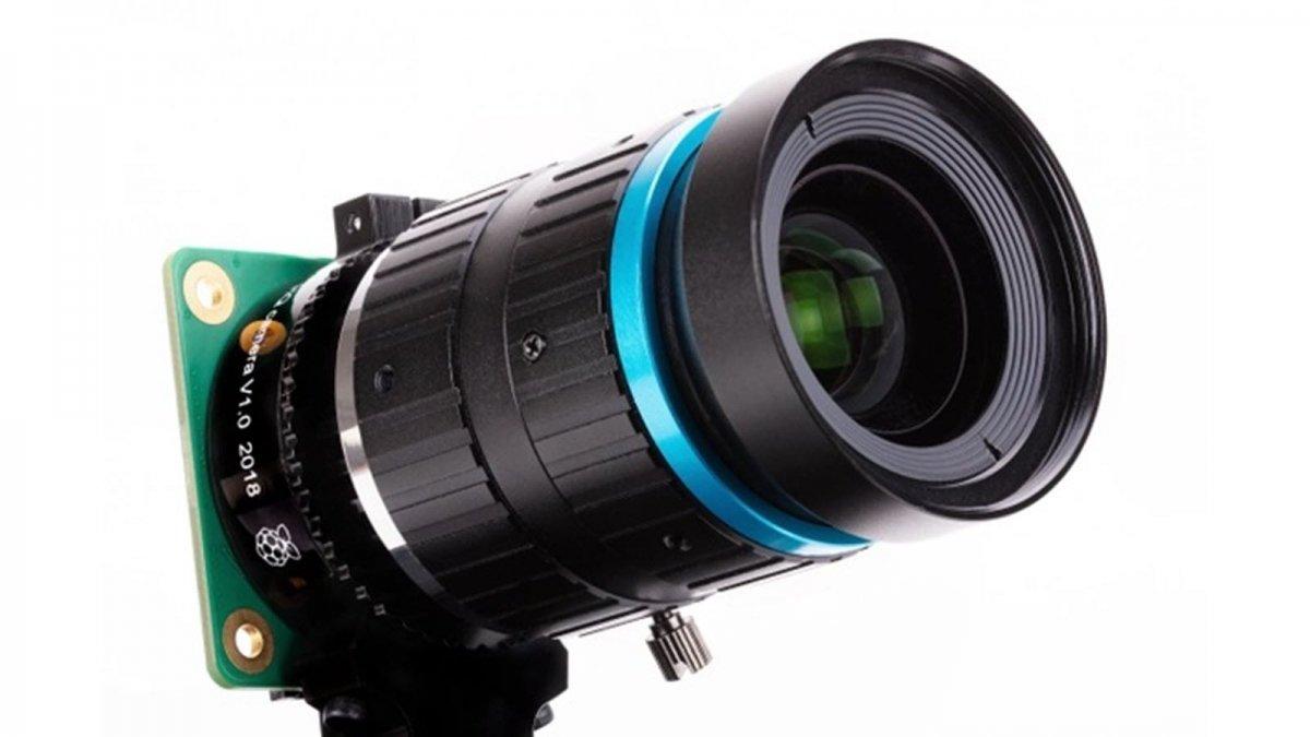 Un appareil photo Rasbperry Pi de haute qualité avec un téléobjectif