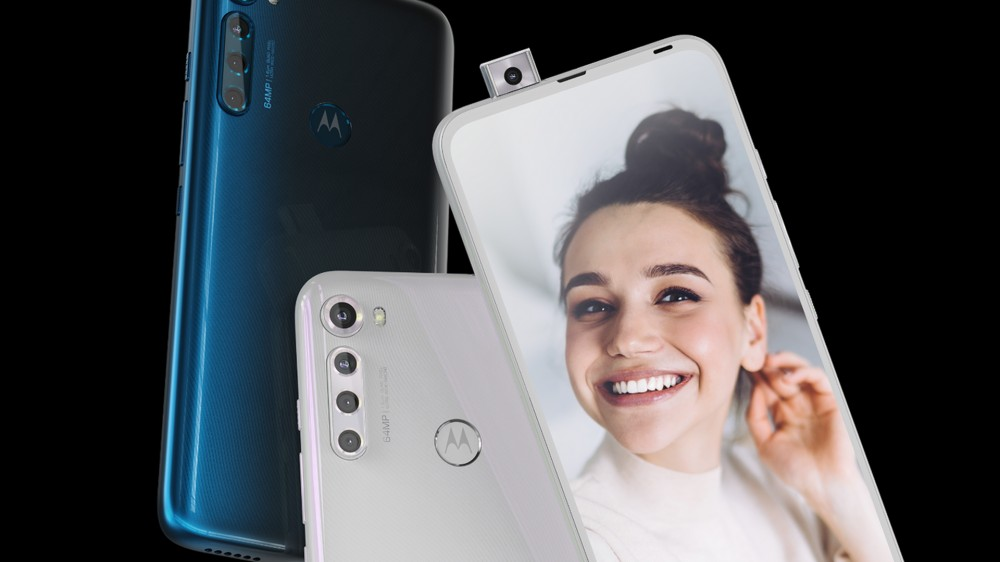 Une photo de la caméra pop-up Motorola One Fusion Plus