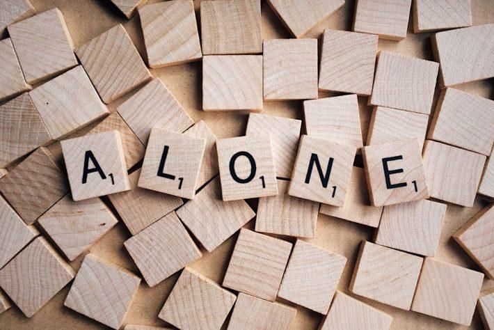 insécurité et pensées et émotions collantes