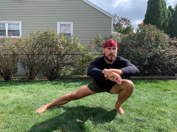 Le squat cosaque: récupérer votre équilibre de base - Fitness, fitness, équilibre, squat, mobilité, musculation, amplitude de mouvement, posture, stabilité, deadlifts, abduction de la hanche, plans de mouvement, modèles de mouvement, coordination, asymétrie, squat cosaque, déséquilibres , adducteurs, stabilité du noyau