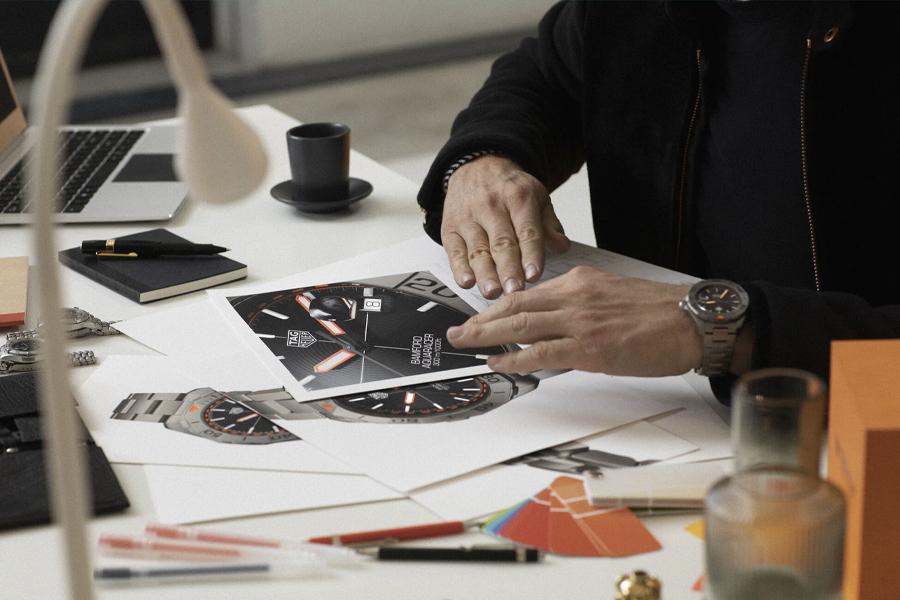 Préparez-vous pour la dernière co-création de la marque de montres de luxe suisse TAG Heuer et de la célèbre maison de personnalisation britannique Bamford Watch Department.  Se réunissant pour la deuxième fois seulement de l'histoire, le duo puissant de l'expertise horlogère présente la montre unique Aquaracer Bamford Limited Edition.