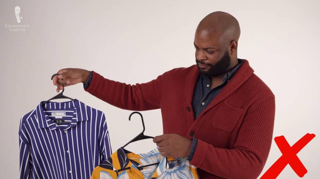 Pour Kyle, les chemises respirantes et légères sont plus pratiques à investir.