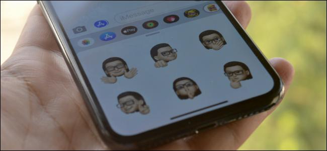Utilisateur iPhone utilisant des autocollants Memoji