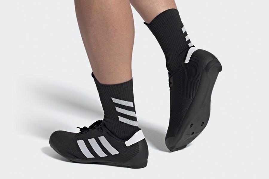 Chaussure de cyclisme sur route Adidas pieds