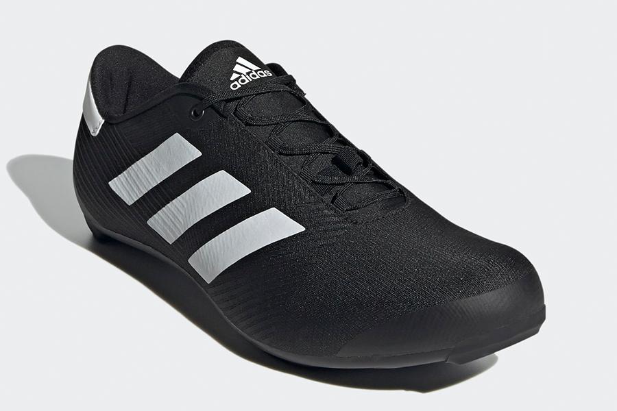 Vue avant de la chaussure de cyclisme sur route Adidas