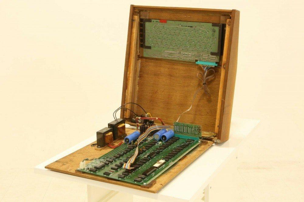 Ordinateur Apple 1, ouvert