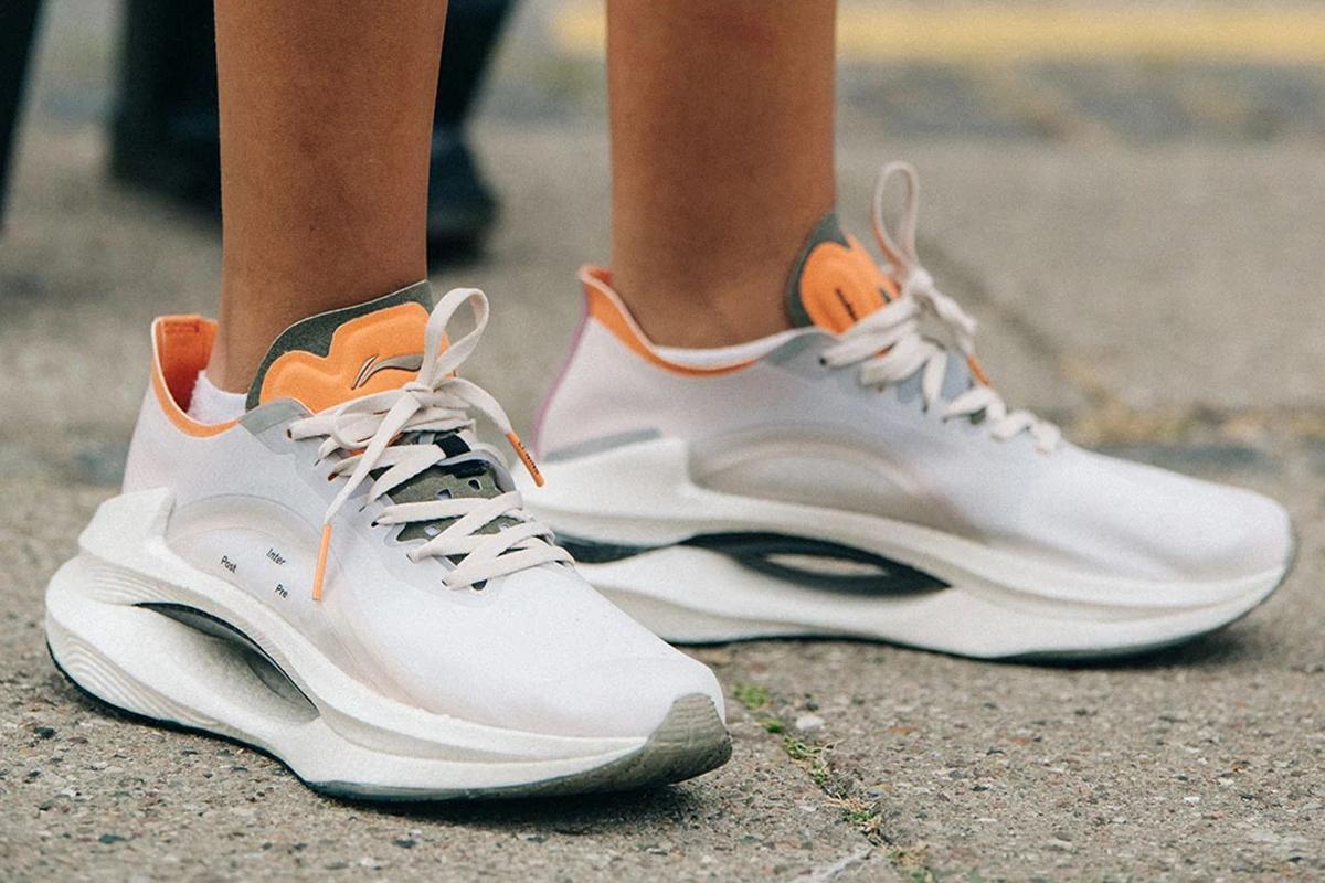 Meilleures marques de vêtements de tennis pour faire du sport sur le court Li-Ning