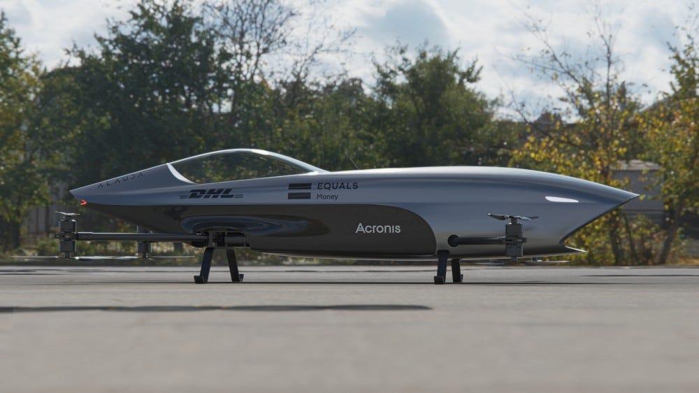 Un drone volant surdimensionné.