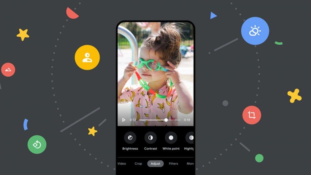 Un téléphone Android avec plusieurs options d'éditeur vidéo, notamment le contraste, la luminosité et les tons clairs.