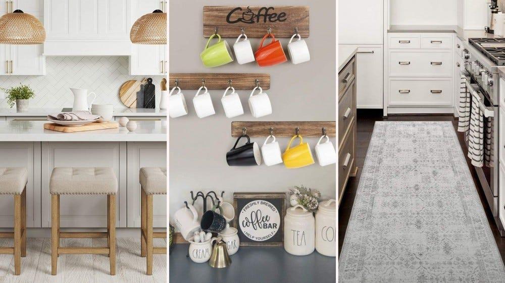 Des bancs coussinés bronzés de Nathan James, des porte-tasses en bois d'Olakee et un tapis de cuisine en détresse de ReaLife.