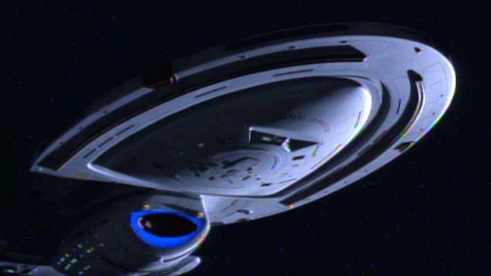 Le Starship Voyager, volant dans l'espace.