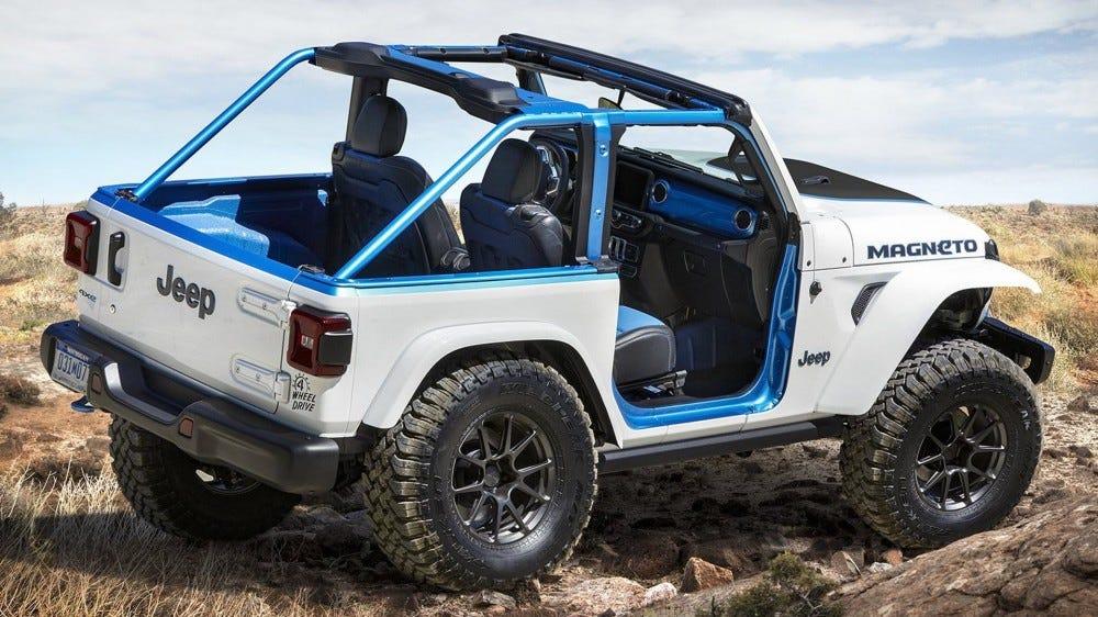 Une autre vue du Wrangler EV avec des styles de garnitures bleues.