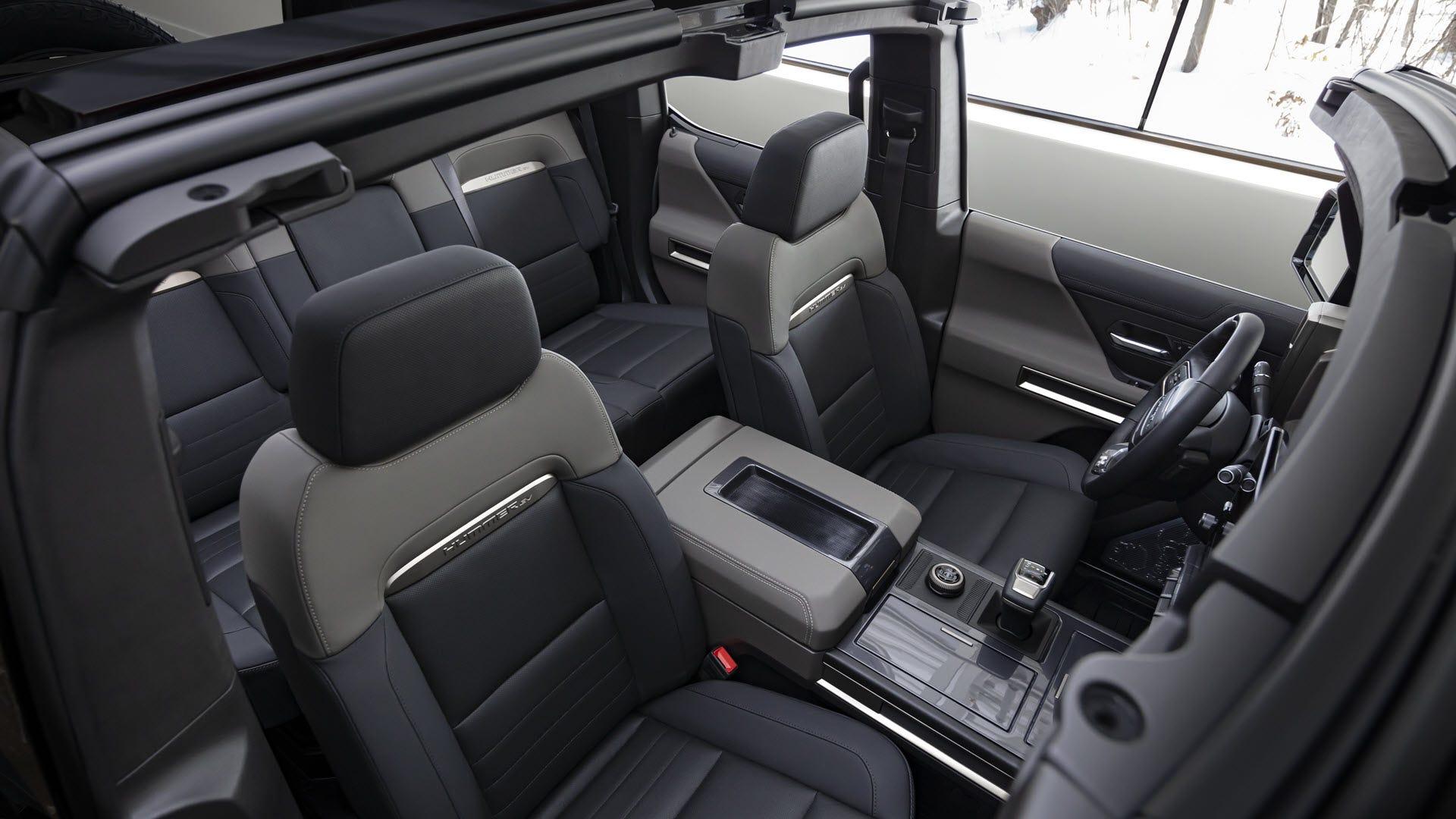 Un intérieur Hummer spacieux avec des sièges rabattables