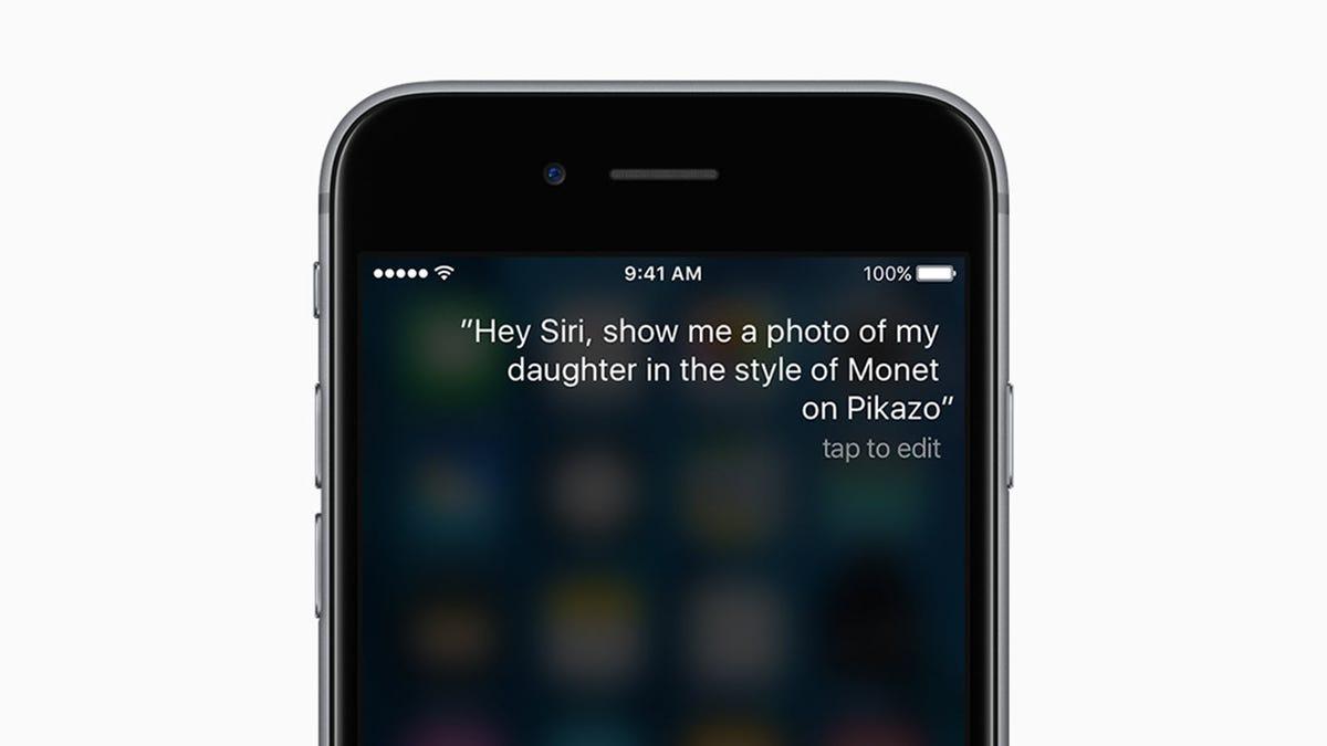 Siri s'ouvre sur un iPhone.