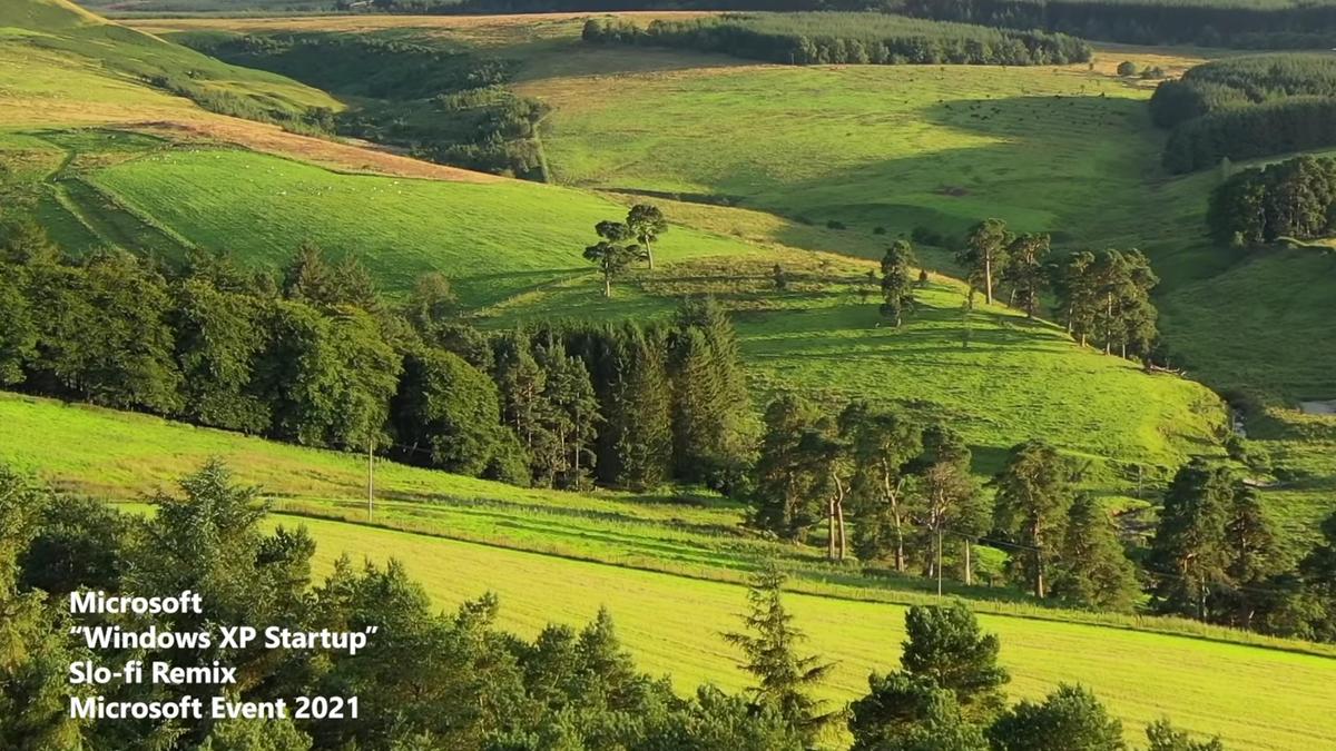 Une scène vallonnée verte sereine de la vidéo de sons de démarrage de Microsoft