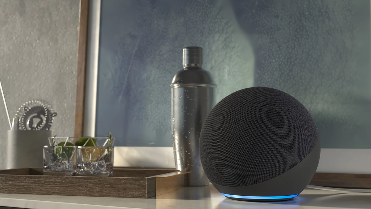 Appareil Amazon Alexa sur le comptoir à la maison